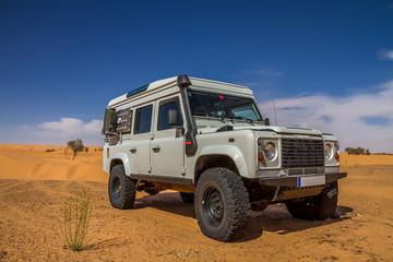 Allradauto in der Wüste