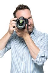 Männlicher Fotograf fokussiert und nimmt ein Bild auf