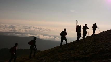 Wall Mural - zirve tırmanışı başarılı ekip