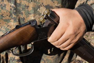 open the gun in his hand