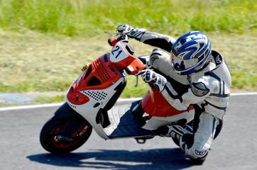 Motociclista in gara
