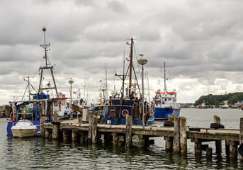 Rügen: Fischkutter in Ostsee-Hafen :)