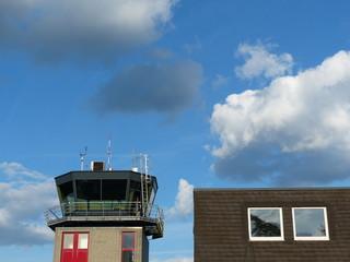 Flughafengebäude und Tower des Flugplatz Oerlinghausen