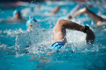 Wettkampfschwimmer bei Triathlon