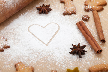 Rolling pin with flour and gingerbread cookies