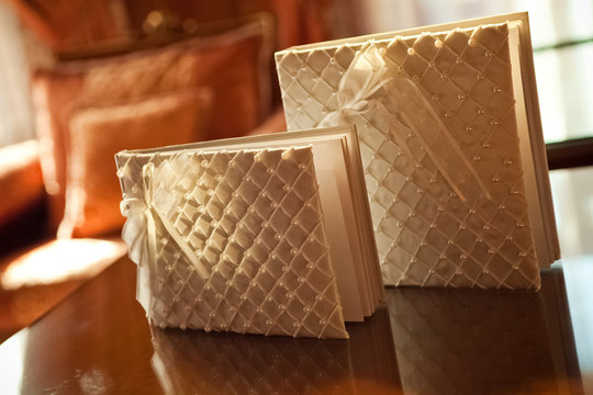 wedding albums with pearls for wishes from guests