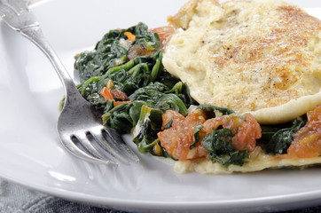 omelette with spinach and tomato