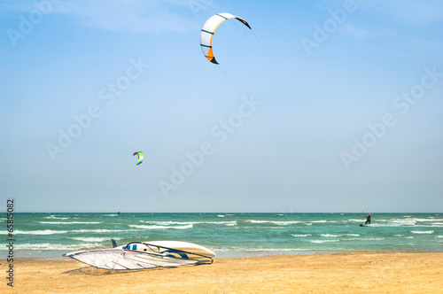 Wall mural Kite surfing at tropical beach with windsurf board