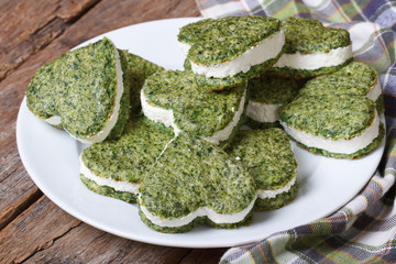 appetizer heart shaped cookies from spinach with cream cheese