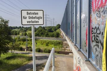 Graffiti an Autobahnbrücke