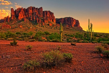 Zelfklevend Fotobehang Arizona Desert sunset with mountain near Phoenix, Arizona, USA