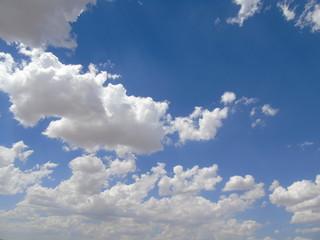gökyüzünde bulutlar