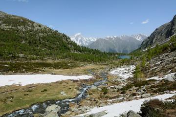 Sorgenti di fusione ghiacciai in alta montagna