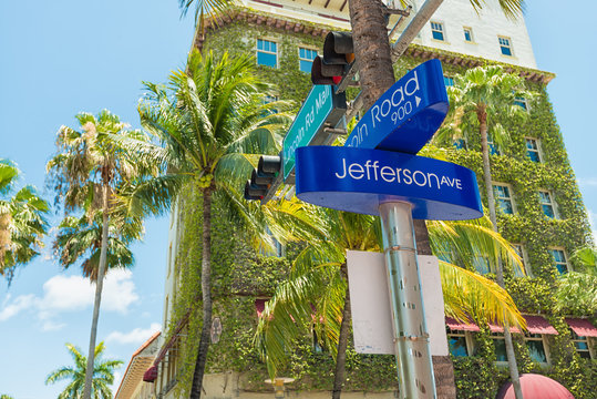 Street sign at Lincoln Road in Miami Beach