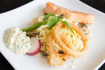 Spagetti salmon