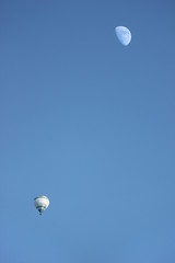 Ballon And Moon