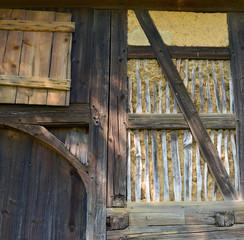 Holzstrukturen Lehmbau Scheune