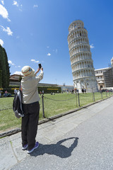 Fototapete - Tourist take picture at Pisa Tower, Italy