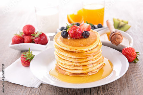 pancakes with strawberries - HD5441×3627