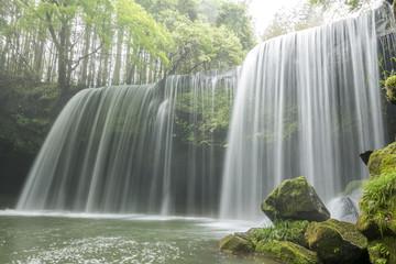 Deurstickers Watervallen 緑の中の鍋ヶ滝
