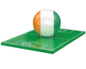 Ballon Cote d'Ivoire sur terrain de football