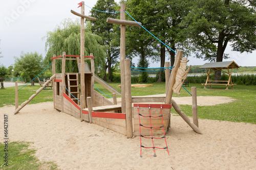 Klettergerüst Boot : Frau klettern klettergerüst u stockfoto wavebreakmedia