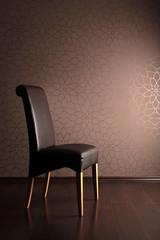 Brauner Stuhl