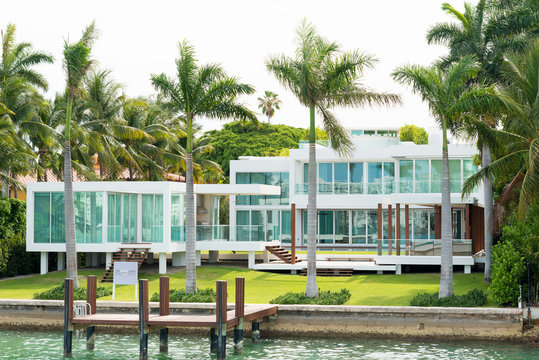 Luxurious mansion on Star Island in Miami
