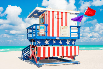 Wall Mural - Colorful lifeguard tower in South Beach, Miami
