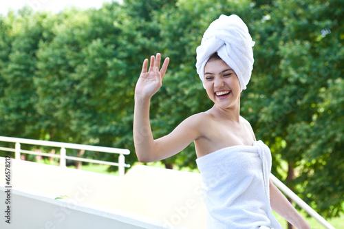 Девушка с утра в полотенце видео фото 132-828
