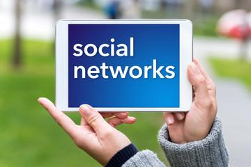 Social Networks Tablet draußen