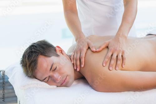 Сделал массаж у бассейна