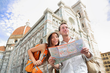 Wall Mural - Tourist travel couple by Florence cathedral, Italy