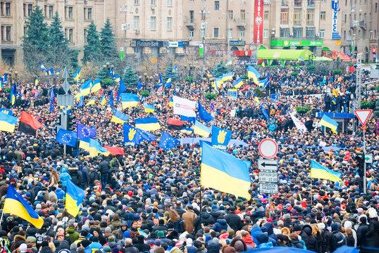 KIEV (KYIV), UKRAINE: Hundreds of thousands protest in Kiev