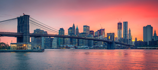 Fotomurales - Brooklyn bridge and Manhattan at dusk
