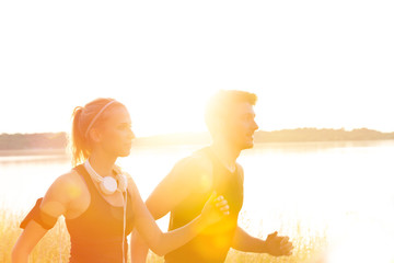 Joggen im Sonnenuntergang