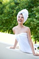 Красивое фото девушки в полотенце