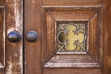 brass brown knocker and wood    caronno varesino varese