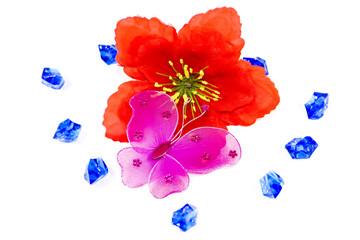 Schmetterlinge mit Blauen Steinen und Roter Blume
