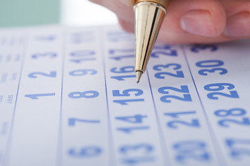 Fototapete - Hand Marking Date 15 On Calendar