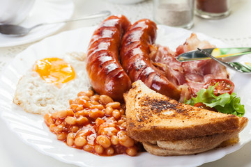 Full English breakfast with bacon, sausage, egg and baked beans