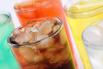 Bunte Getränke mit Cola