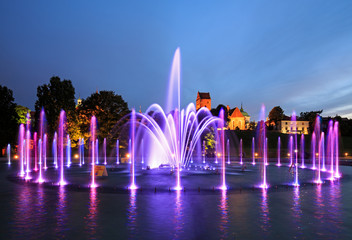 Papiers peints Fontaine The illuminated fountain at night
