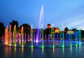 Papiers peints Fontaine The illuminated fountain at night
