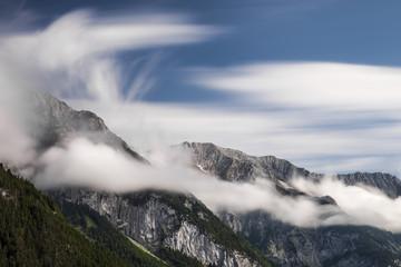 Hochgebirge Wolken abstrakt in den Alpen