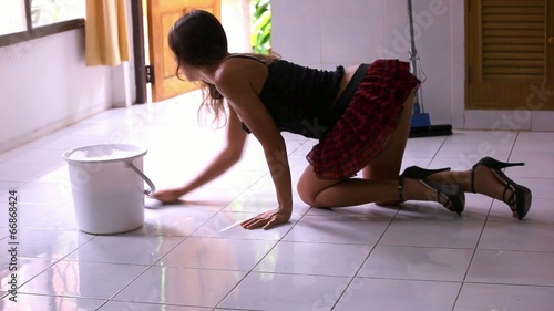 Amateur Asian Aries Velour poses on her knees in the kitchen! № 1064902 бесплатно