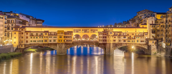 Night panoramic view of Vecchio Bridge, Florence