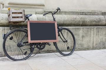 Fahrrad mit Schiefertafel