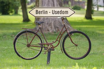 Wegweiser Radweg von  Berlin nach Usedom