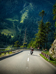 Fototapete - Motorcyclist on mountainous road